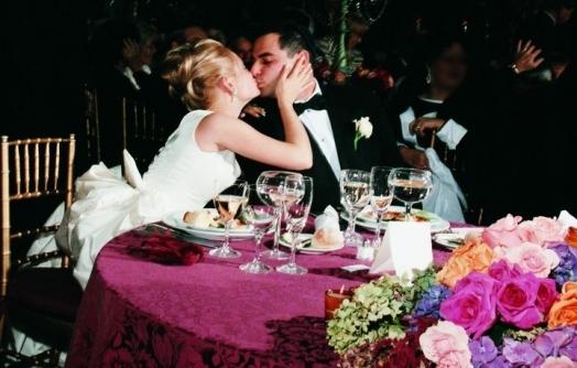 Подарок жениху на свадьбу от невесты: как, когда и что вручить